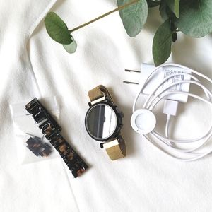 Fossil Gen 5 smartwatch , extra band